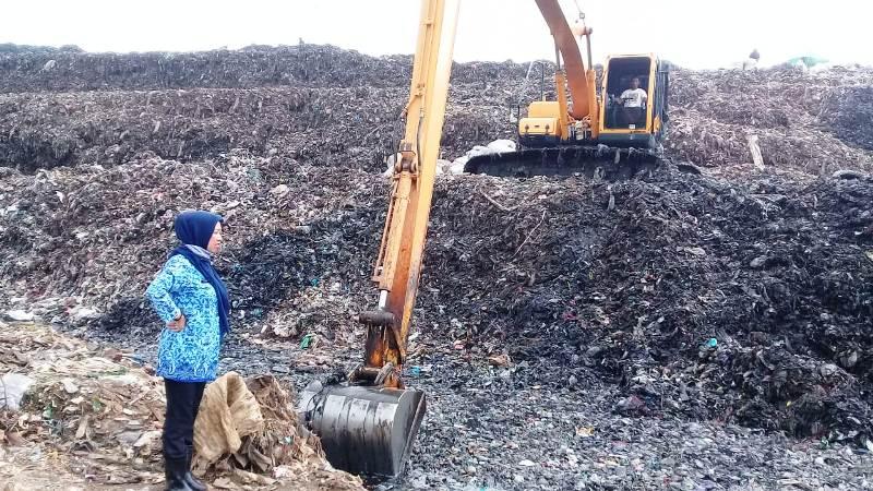 https: img-k.okeinfo.net content 2019 05 03 338 2050854 sampah-di-bekasi-tak-diangkut-3-bulan-pemkot-sebut-alat-berat-rusak-SKippgUUAR.jpg