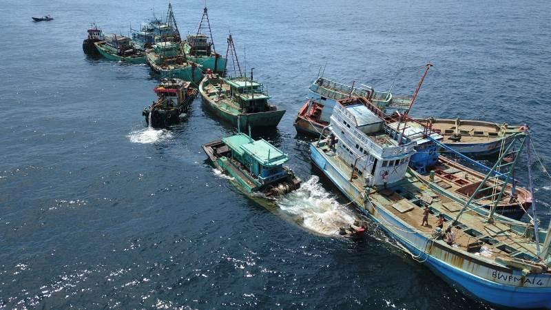 https: img-k.okeinfo.net content 2019 05 05 337 2051680 13-kapal-ikan-ilegal-asal-vietnam-dimusnahkan-di-kalimantan-barat-SkcTphma0w.jpeg