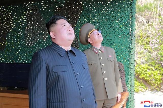 https: img-k.okeinfo.net content 2019 05 06 18 2052127 kim-jong-un-senang-dengan-peluncuran-roket-jarak-jaruh-korea-utara-ZomCXrYOOt.jpg
