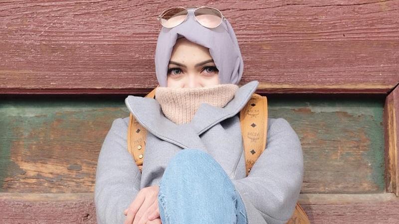https: img-k.okeinfo.net content 2019 05 06 33 2051917 rina-nose-unggah-foto-berhijab-netizen-semoga-kembali-hijrah-STbH6WZzgv.jpg
