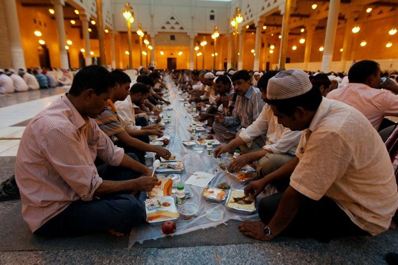 https: img-k.okeinfo.net content 2019 05 06 614 2052294 mengapa-umat-muslim-harus-berpuasa-di-bulan-ramadan-nEeswolfAb.jpg