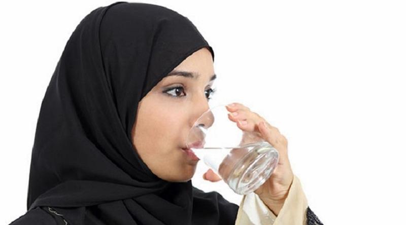 https: img-k.okeinfo.net content 2019 05 06 616 2052120 cegah-dehidrasi-begini-aturan-minum-air-putih-yang-benar-saat-sahur-dan-buka-puasa-P8Uor3KhjE.jpg