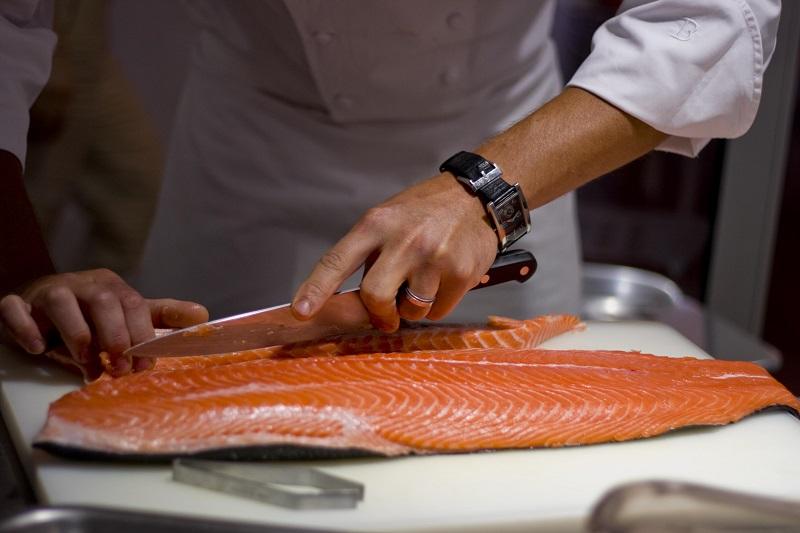 https: img-k.okeinfo.net content 2019 05 08 298 2053102 perbaikan-kualitas-ikan-laut-untuk-dikonsumsi-masyarakat-luas-MVBxlmVbbz.jpg
