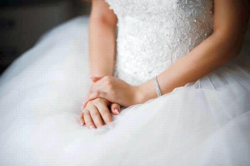 https: img-k.okeinfo.net content 2019 05 11 196 2054464 tradisi-unik-menikah-perempuan-lamongan-padang-rasa-jawa-q6udnHQjxN.jpg