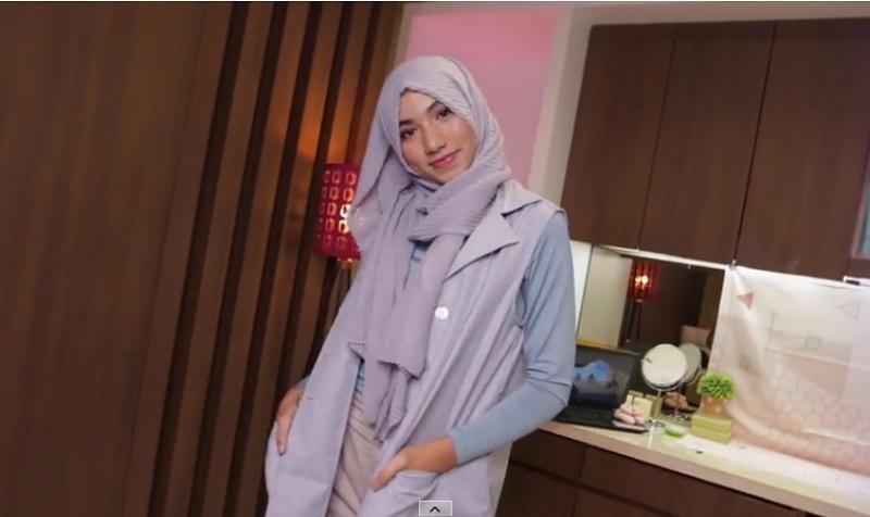 https: img-k.okeinfo.net content 2019 05 11 617 2054375 6-tutorial-hijab-simpel-ala-darin-al-athrus-pas-untuk-bukber-JkBiv4Qg99.jpg