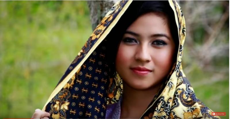 https: img-k.okeinfo.net content 2019 05 12 612 2054714 cantik-dan-pekerja-keras-keistimewaan-gadis-asal-madura-RTNU1xJqKG.png