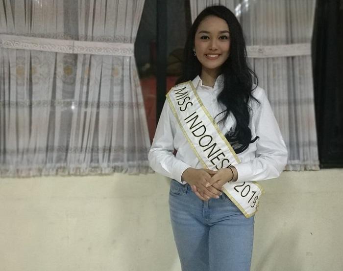 https: img-k.okeinfo.net content 2019 05 17 298 2056863 uniknya-tradisi-sahur-keluarga-miss-indonesia-2019-princess-megonondo-Sp4KPJcZVU.jpeg