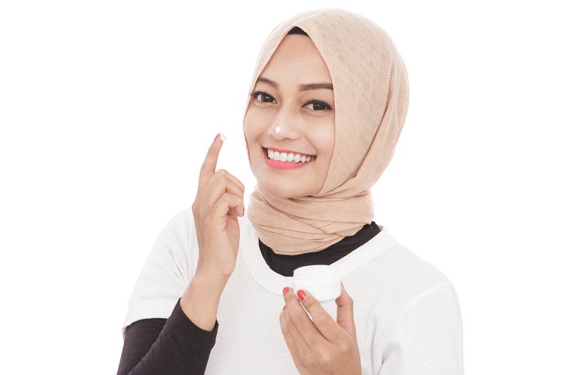 https: img-k.okeinfo.net content 2019 05 17 611 2057106 skincare-terkenal-asal-korea-ini-bersahabat-untuk-muslimah-NORS9FstSA.jpg