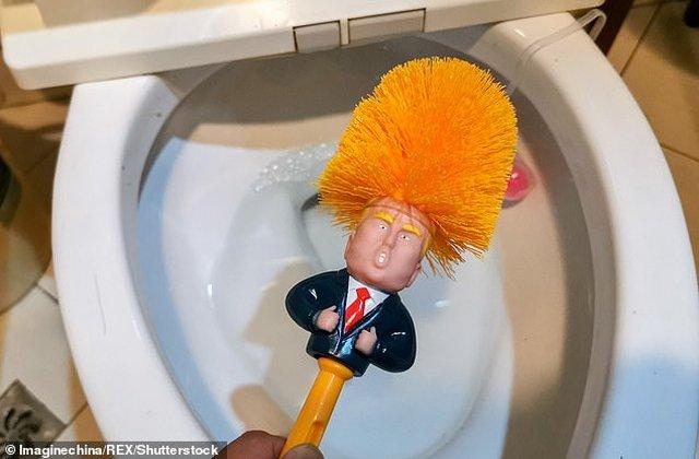 https: img-k.okeinfo.net content 2019 05 18 18 2057307 sikat-toilet-donald-trump-jadi-tren-terbaru-warga-china-6jaaN1h6bE.jpg