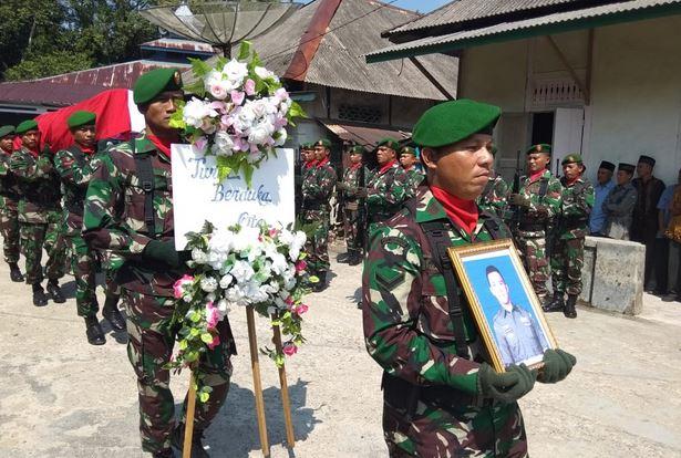 https: img-k.okeinfo.net content 2019 05 19 340 2057677 pemakaman-serda-supransida-dilakukan-secara-militer-1KRX45I6Oz.JPG