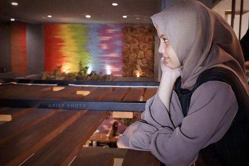 https: img-k.okeinfo.net content 2019 05 22 196 2059168 pedangdut-putri-isnari-dalam-balutan-hijab-masya-allah-cantiknya-86E9e3Ph53.jpg