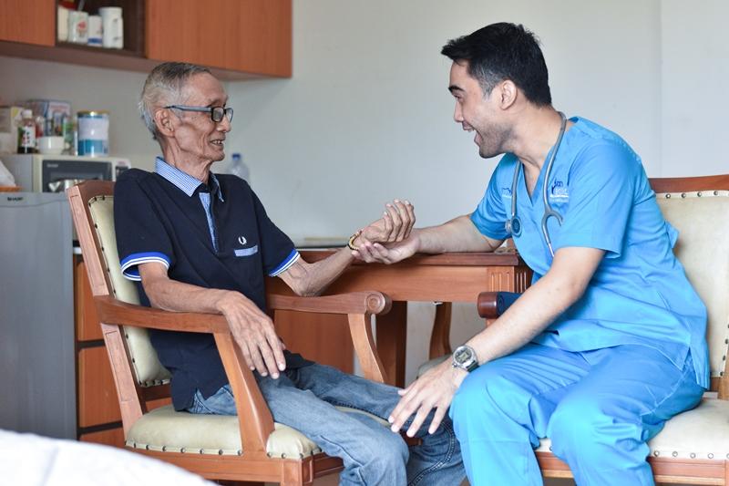 https: img-k.okeinfo.net content 2019 05 23 481 2059365 mengenal-home-care-insan-medika-solusi-untuk-perawatan-maksimal-di-rumah-PU8E5SBgdg.jpg