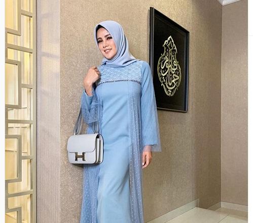https: img-k.okeinfo.net content 2019 05 24 194 2060049 5-gaya-hijab-cantik-ala-olla-ramlan-simpel-nan-modis-zZNyl9cjsG.jpg