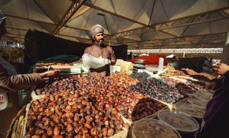 https: img-k.okeinfo.net content 2019 05 24 320 2059939 jejak-bisnis-nabi-muhammad-saw-ganjaran-pedagang-yang-jujur-41COaZQnPD.jpg