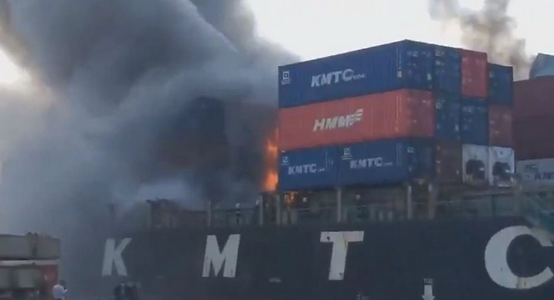 https: img-k.okeinfo.net content 2019 05 25 18 2060357 kapal-kargo-terbakar-dan-meledak-di-pelabuhan-thailand-lukai-sedikitnya-50-orang-pqcszZV5XO.jpg