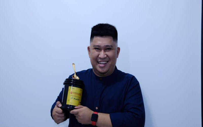 https: img-k.okeinfo.net content 2019 05 25 298 2060310 barista-asal-makassar-wakili-indonesia-di-kejuaraan-dunia-wpZOQPAnWs.jpg