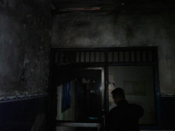 https: img-k.okeinfo.net content 2019 05 25 512 2060292 pos-polisi-pakis-klaten-terbakar-saksi-lihat-ada-orang-melempar-jeriken-MN7Jffx8P4.jpg
