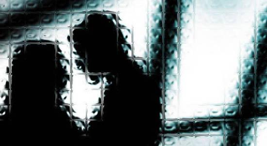 https: img-k.okeinfo.net content 2019 05 27 510 2060712 istri-dikencani-pria-lain-suami-ngamuk-sambil-acungkan-golok-Kb4iFnt5kJ.jpg