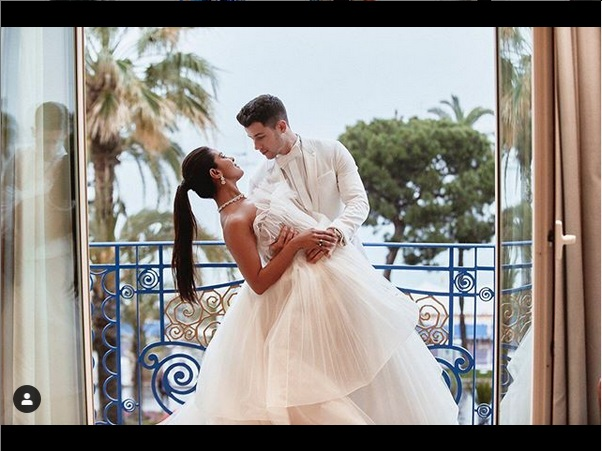 https: img-k.okeinfo.net content 2019 05 27 612 2061069 cara-romantis-nick-jonas-dan-priyanka-chopra-rayakan-hubungan-flvR7a4phw.jpg