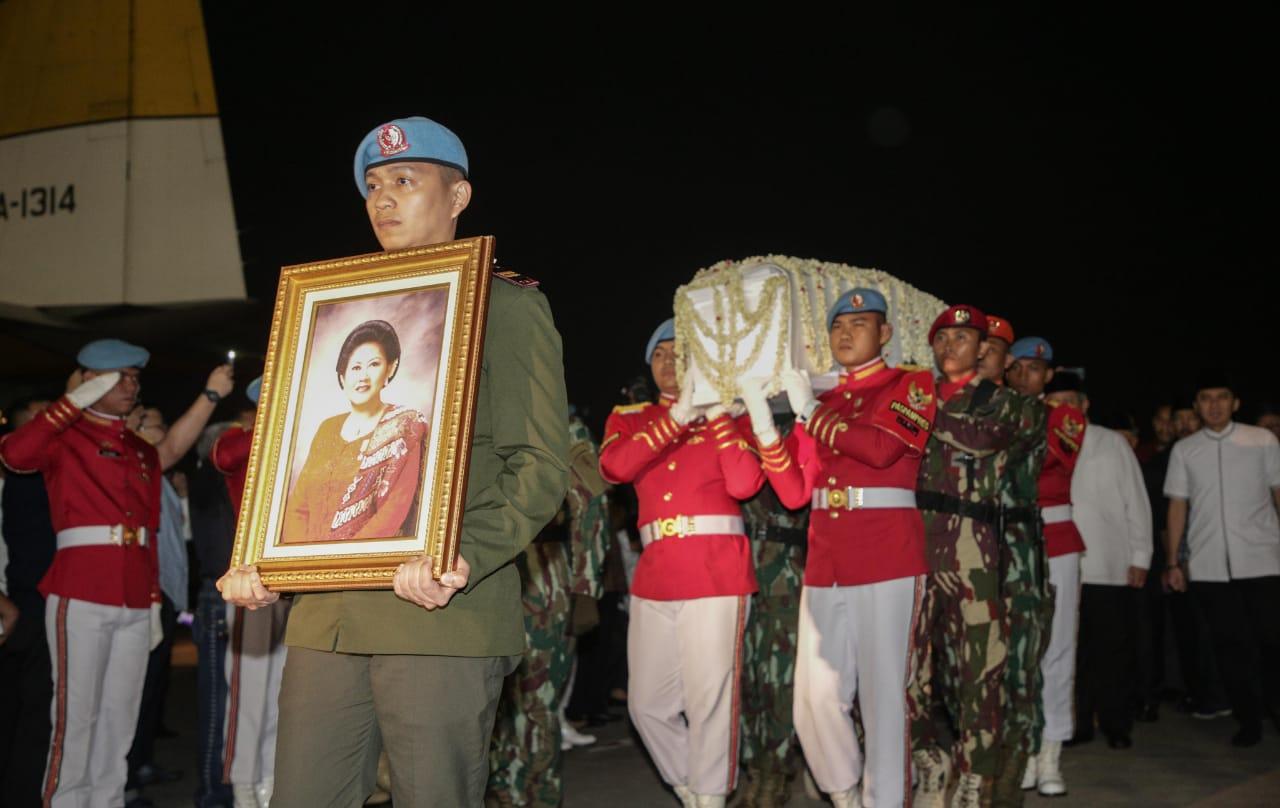 https: img-k.okeinfo.net content 2019 06 02 481 2063168 kondisi-kesehatan-ani-yudhoyono-sempat-membaik-sebelum-meninggal-kenapa-bisa-terjadi-ry7pNkZkZD.jpg