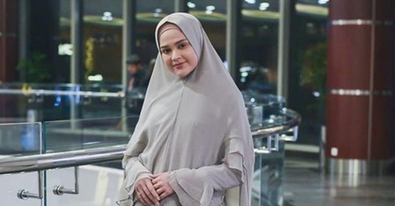 https: img-k.okeinfo.net content 2019 06 03 33 2063517 buka-bisnis-baju-muslim-cut-meyriska-ingin-fokus-hijrah-3KtGnxvjLv.jpg