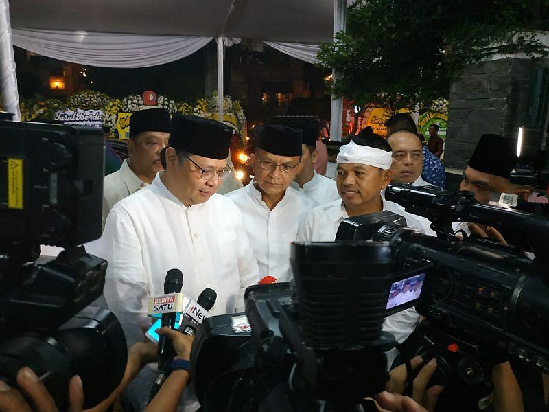 https: img-k.okeinfo.net content 2019 06 03 337 2063533 airlangga-ani-yudhoyono-dekat-dengan-keluarga-besar-golkar-HPAMzlf5OU.jpg