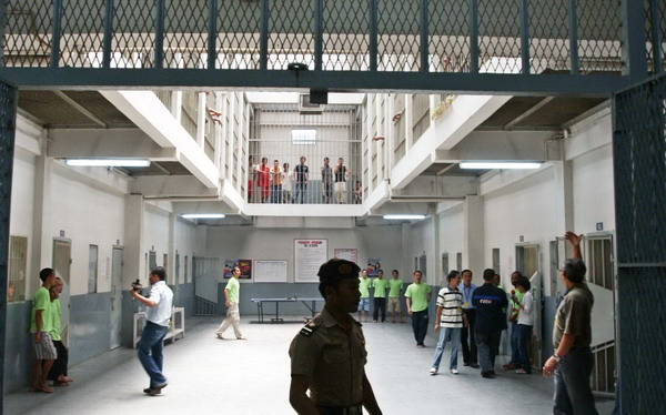 https: img-k.okeinfo.net content 2019 06 04 525 2063603 polisi-tangguhkan-penahanan-dokter-dan-dosen-tersangka-penyebar-hoaks-aksi-22-mei-AdqeACT1fg.jpg