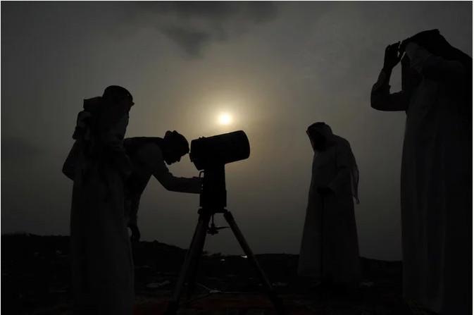 https: img-k.okeinfo.net content 2019 06 04 614 2063706 umat-muslim-di-arab-saudi-merayakan-idul-fitri-pada-hari-ini-7xSeeSYi8U.jpg