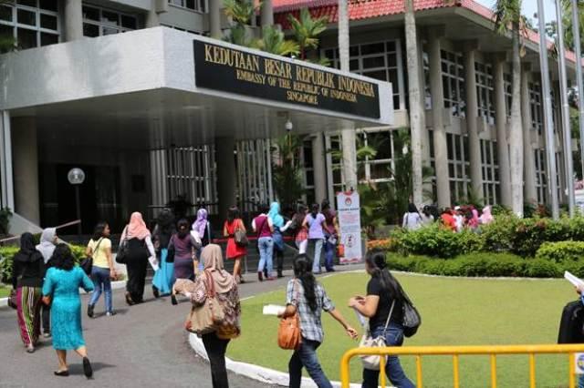https: img-k.okeinfo.net content 2019 06 06 18 2064037 lebaran-di-kbri-singapura-ribuan-orang-menikmati-ketupat-sayur-PhBD2qFbVw.jpg