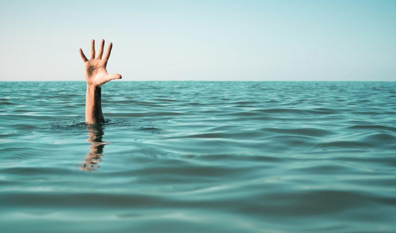 https: img-k.okeinfo.net content 2019 06 07 340 2064345 seorang-pemuda-tewas-tenggelam-saat-mandi-di-objek-wisata-danau-pauh-wJx7Ig8VGt.jpg