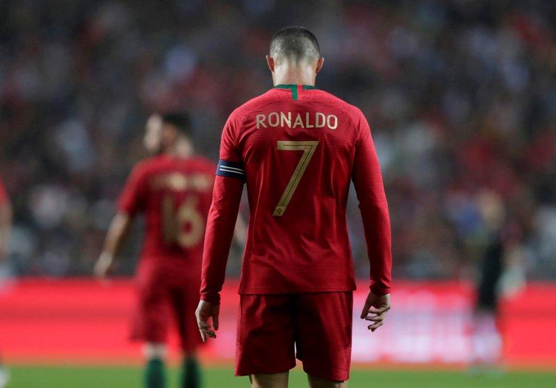 https: img-k.okeinfo.net content 2019 06 08 51 2064488 ronaldo-bidik-gelar-juara-uefa-nations-league-bersama-portugal-vwlpLQvohQ.JPG
