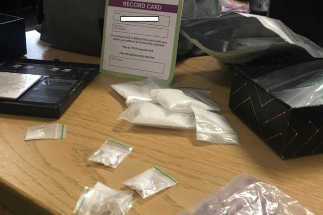 https: img-k.okeinfo.net content 2019 06 11 18 2065359 ingin-kembalikan-tas-berisi-narkoba-ke-pemilik-polisi-posting-foto-di-facebook-yHBl7oUbHX.jpg