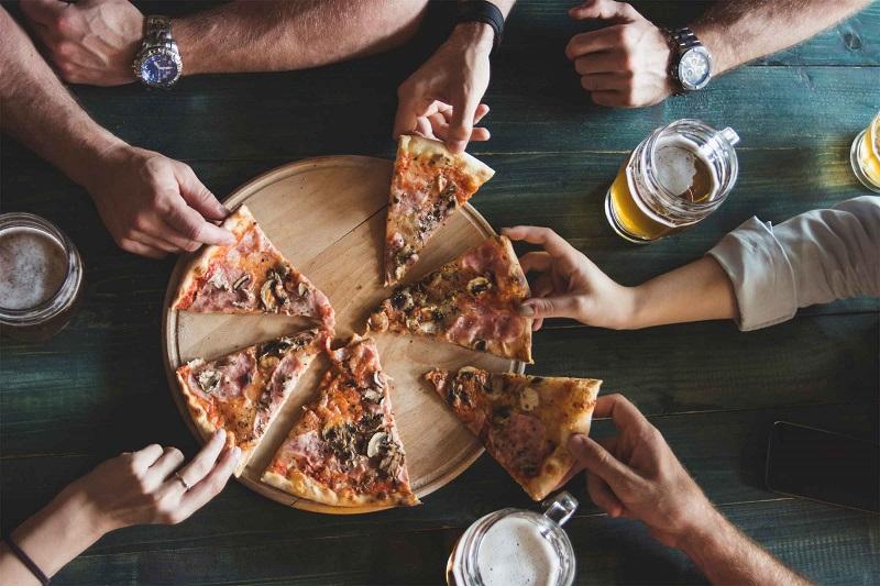 https: img-k.okeinfo.net content 2019 06 11 298 2065421 matikan-smartphone-di-restoran-ini-bisa-dapat-pizza-jumbo-gratis-YQfXmnICeg.jpg