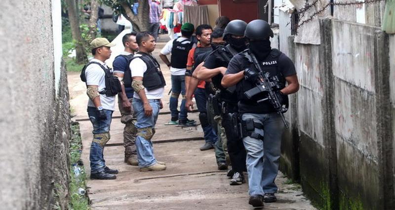 https: img-k.okeinfo.net content 2019 06 11 340 2065221 polisi-tangkap-5-terduga-teroris-di-palangkaraya-dVmEYEWbYC.jpg