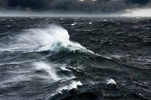 https: img-k.okeinfo.net content 2019 06 14 512 2066362 waspada-gelombang-4-meter-ancam-perairan-selatan-jateng-xdUwvKFF7N.jpg