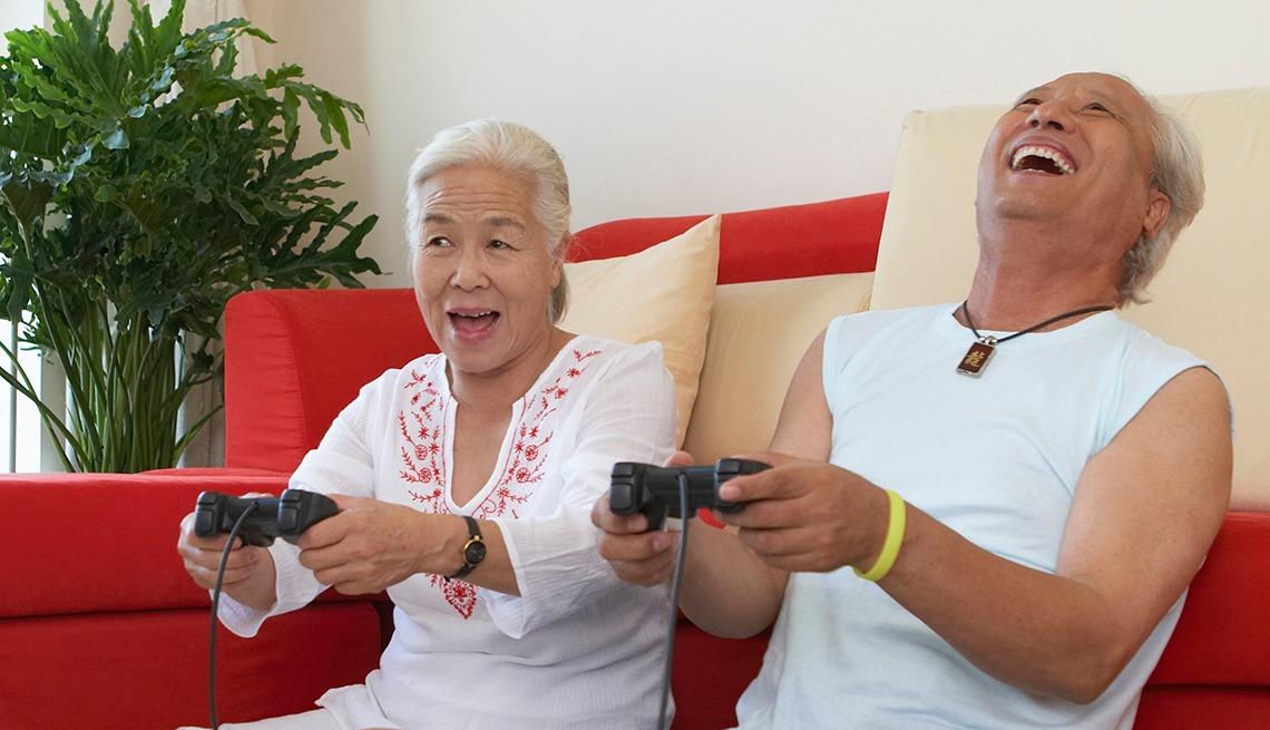 https: img-k.okeinfo.net content 2019 06 14 56 2066488 38-persen-warga-amerika-usia-50-ke-atas-ternyata-gamer-tQOwV1EkCa.jpeg