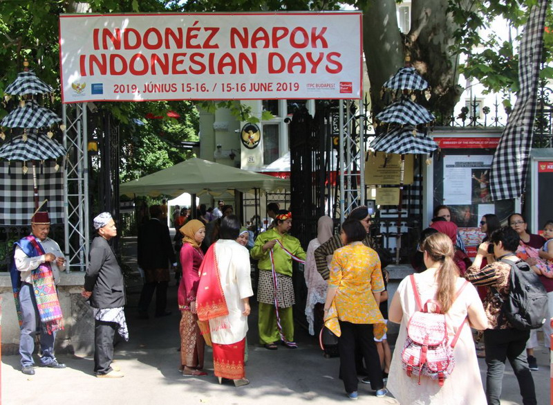 https: img-k.okeinfo.net content 2019 06 16 18 2067125 tema-nusantara-dan-unity-in-diversity-warnai-indonesian-days-2019-di-hongaria-uMPvOK8aKo.jpg