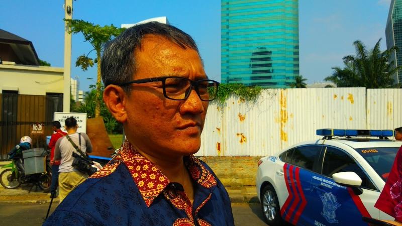 https: img-k.okeinfo.net content 2019 06 16 337 2067031 andi-arief-sebut-max-sopacua-akan-dorong-sandiaga-jadi-ketum-demokrat-zZxYFm86yM.jpg
