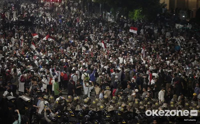 https: img-k.okeinfo.net content 2019 06 16 337 2067102 smrc-terjadi-pelemahan-perbaikan-demokrasi-pasca-kerusuhan-21-22-mei-2OwgHQl31e.jpg