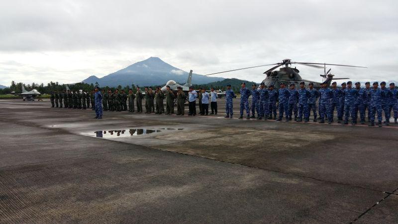 https: img-k.okeinfo.net content 2019 06 17 340 2067353 angkatan-udara-as-latihan-bersama-tni-au-di-manado-3C3LIta6nW.jpg