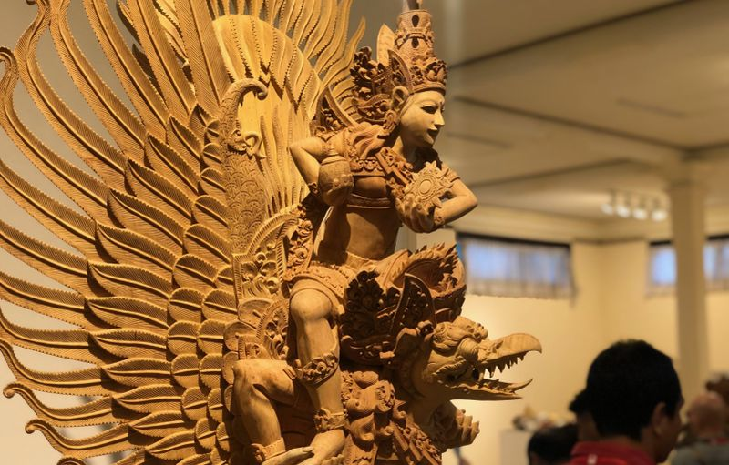 https: img-k.okeinfo.net content 2019 06 17 612 2067331 memahami-bali-lewat-buku-balinese-woodcarving-a-heritage-to-treasure-2ulMal29Hh.jpg