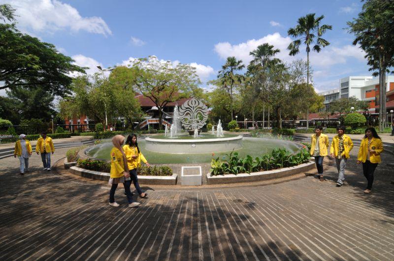 https: img-k.okeinfo.net content 2019 06 18 65 2067803 bangga-3-kampus-indonesia-masuk-500-universitas-terbaik-dunia-70PAk3MSYd.jpg