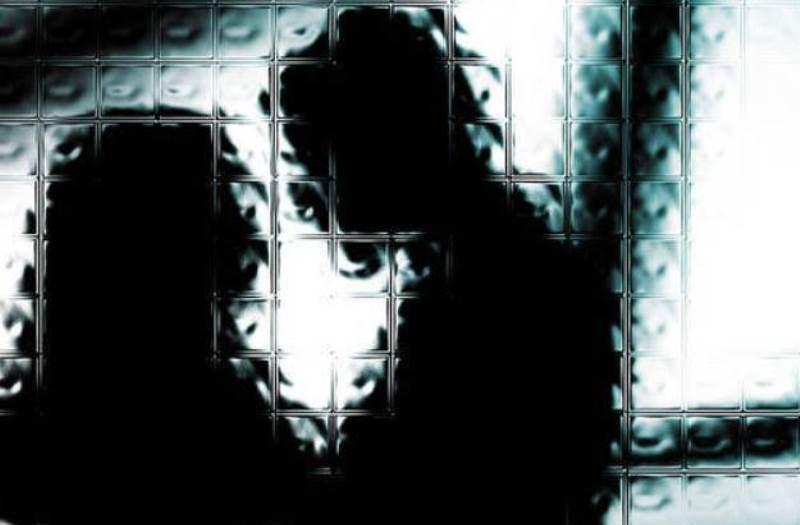 https: img-k.okeinfo.net content 2019 06 19 525 2068347 pasutri-yang-pertontonkan-adegan-seks-ke-anak-anak-di-tasikmalaya-jadi-tersangka-bgkX6hYG7E.jpg