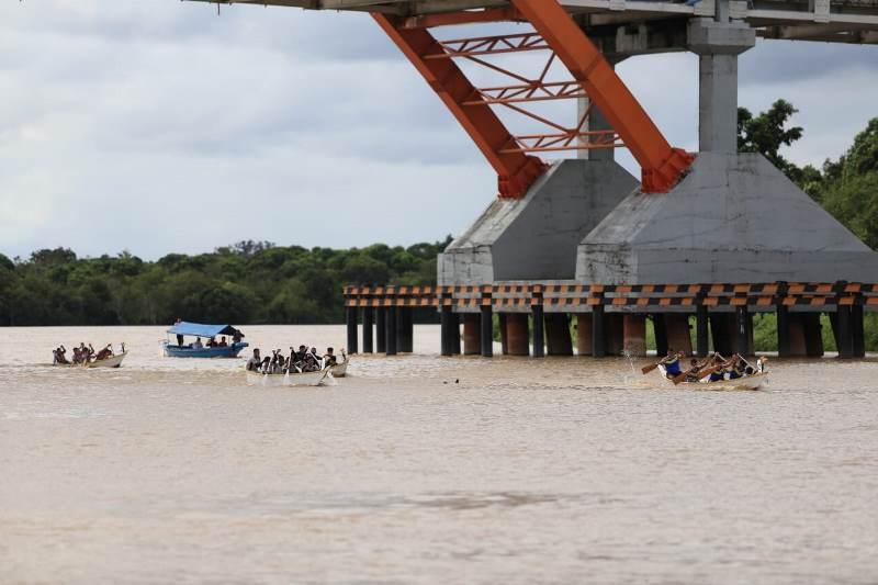 https: img-k.okeinfo.net content 2019 06 20 406 2068779 balap-jukung-di-sungai-kahayan-warnai-festival-budaya-isen-mulang-2019-9KuArefMwQ.jpg
