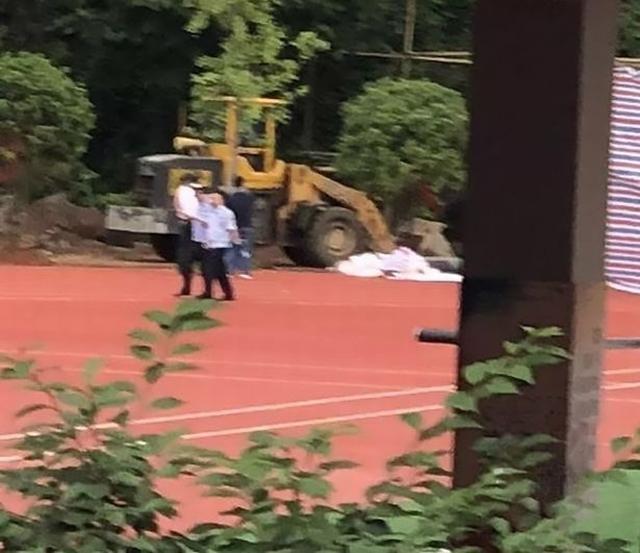 https: img-k.okeinfo.net content 2019 06 21 18 2069266 tolak-pembangunan-seorang-guru-ditemukan-terkubur-di-lapangan-setelah-menghilang-16-tahun-CqXh5FQmjp.jpg