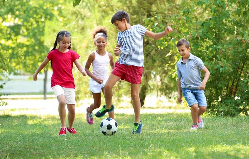 https: img-k.okeinfo.net content 2019 06 21 481 2069091 jangan-larang-anak-bermain-di-luar-ruangan-ini-manfaatnya-X2nmC1dKBA.jpg