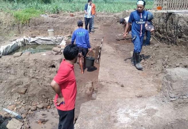 https: img-k.okeinfo.net content 2019 06 21 519 2069352 situs-peninggalan-kerajaan-majapahit-sepanjang-21-meter-ditemukan-di-mojokerto-nKHofFxu9L.jpg