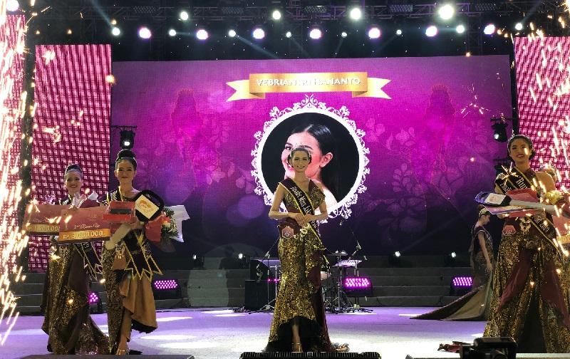 https: img-k.okeinfo.net content 2019 06 22 194 2069553 febriyanti-hartanto-menangkan-kontes-miss-jakarta-fair-2019-Xd67C2JQf8.jpg