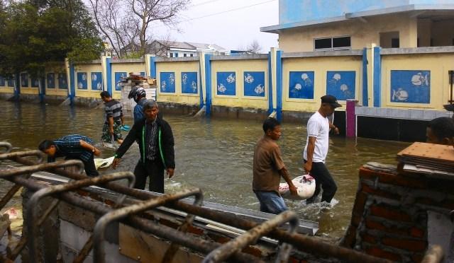 https: img-k.okeinfo.net content 2019 06 22 338 2069757 bpbd-dki-imbau-warga-pesisir-pantai-utara-jakarta-waspadai-banjir-rob-TYAhLQsWMd.jpg