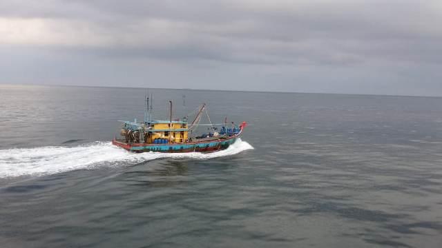 https: img-k.okeinfo.net content 2019 06 22 340 2069533 kp-orca-02-kembali-tangkap-kapal-ikan-ilegal-malaysia-uQkiuDR6Yu.jpg